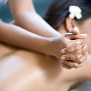 Le Massage bien-être du corps personnalisé (90min)